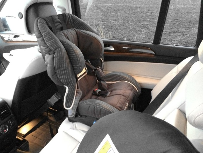 Bakåtvända bilbarnstol i Mercedes GLS