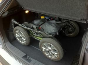 Lasta barnvagn i BMW X1