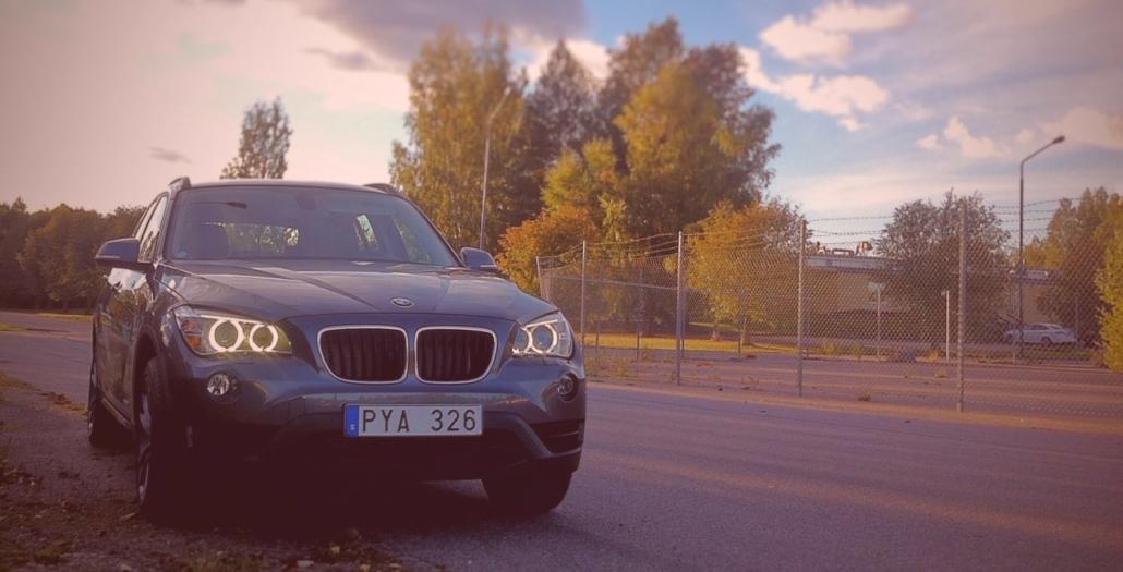 BMW X1 @ SUVTEST CarTestr SUV review in Swedish